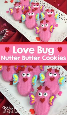 How adorable are these love bug cookies? These yummy Nutter Butters dipped in pink chocolate are my kids favorite Valentine's Day treat. These are going to be a huge hit at all the Valentine school parties this year. Valentine Desserts, Valentines Day Food, Valentine Love, Valentine Cookies, Köstliche Desserts, Valentine Day Crafts, Valentines Recipes, Valentine Nails, Fancy Cookies