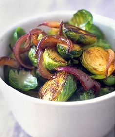 Add a little substance to your Christmas meal with this tasty Brussels Sprouts! http://www.rewards4mom.com/7-impressive-easy-christmas-dinner-sides/