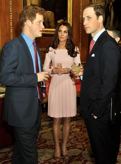 Gorgeous dress, Kate! As usual. I want.