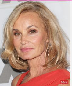 Check out some of the best hairstyles for women over age Shoulder-length cuts, bobs, shags and more make this list. Discover the look for you.: A Shoulder-length Cut is Gorgeous on a Blonde Jessica Lange Hairstyles Over 50, Great Hairstyles, Popular Hairstyles, Hairstyle Ideas, Hot Hair Styles, Medium Hair Styles, Great Haircuts, Long Haircuts, Helen Mirren