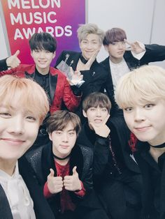 Bangtan Sonyeondan won Daesang/ Album of The Year at 2016 MMA 축하합니다