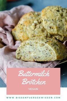 Buttermilchbrötchen ohne Buttermilch ;) Ein veganes Rezept für Brötchen mit Hefe und Sojamilch. Perfekt für's Frühstück. Schmecken pikant, sind fluffig innen und außen knusprig.
