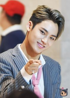 Mingyu    OMG WHY YOU POINTIN AT ME