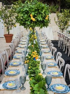 Nadire Atas on Table Settings With Lemons Lusting for lemons. - The Enchanted Home Wedding Themes, Wedding Decorations, Table Decorations, Wedding Ideas, Party Deco, Lemon Party, Mediterranean Wedding, Beautiful Table Settings, Dinner Themes