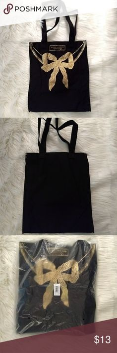 "Marc Jacobs Frangrance Tote NWT Great Marc Jacobs cotton tote. New with tag. Removed from bag for photos. Approx... 13.5"" x 15.5"" x 3.5"" Very nice errand bag...will hold plenty!! Marc Jacobs Bags Totes"