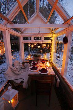 minnamaria: Kasvihuone vanhoista ikkunoista Backyard Sheds, Backyard Patio, Outdoor Rooms, Outdoor Living, Conservatory Kitchen, Hygge, Red Houses, Earth Homes, Green Rooms