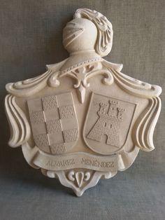 Escudo de armas de piedra de los apellidos Álvarez y Menéndez. Banner, Coat Of Arms, Wood Carving, Lions, Wood Projects, Balloons, Woodworking, Craft, Ideas