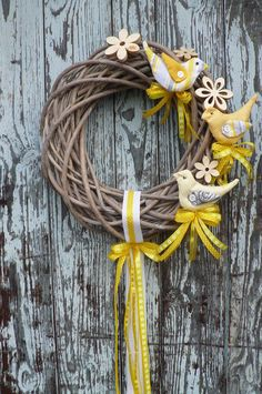 Wreath Crafts, Diy Wreath, Ester Decoration, Easter Wreaths, Christmas Wreaths, Willow Wreath, Doll House Crafts, Easter Table Decorations, Deco Floral