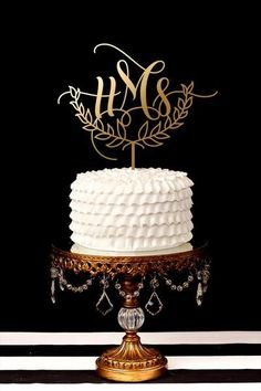 Single Letter Monogram Wedding Cake Topper The Effective Pictures We Offer You About wedding cake toppers simple A quality picture can tell you many things. You can find the most beautiful pictures th Heart Wedding Cakes, Wedding Favors, Wedding Ideas, Wedding Stuff, Dream Wedding, Ruby Wedding, Wedding Planning, Wedding Inspiration, Wedding Aisles