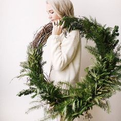 Great idea for Christmas wreath. Grapevine wreath with various fresh greenery. Natural Christmas, Noel Christmas, Rustic Christmas, Winter Christmas, All Things Christmas, Christmas Crafts, Xmas, Fresh Christmas Wreaths, Green Christmas