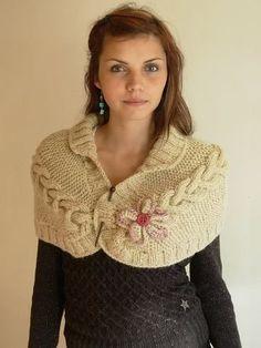DIY Ropa bebé: vestido y braguita (patrones gratis) - Begginer Crochet Knitted Cape, Knit Cowl, Knitted Shawls, Crochet Scarves, Knit Or Crochet, Crochet Shawl, Crochet Stitches, Free Crochet, Loom Knitting