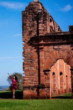 O importante é sonhar!  📍 Ruínas Jesuíticas de Lá Santíssima Trindad - Paraguay. Travel Photographer, Adventure, Pictures