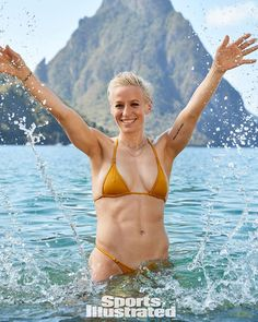 Openly gay soccer star Megan Rapinoe is making history by becoming the first openly gay woman to feature in Sports Illustrated's infamous Swimsuit Issue. Megan Rapinoe, Female Torso, Female Bodies, Vanessa Hudgens Body, Sports Ilustrated, Female Football Player, Androgynous Women, Cheers Photo, Bikinis