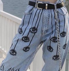 Eye see you foundonweheartit mood fashion style chic happy vibes inspo eye painting denim jeans Painted Jeans, Painted Clothes, Diy Clothing, Custom Clothes, Diy Fashion, Fashion Outfits, Fashion Design, Jeans Fashion, Spring Fashion
