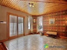 Entrée de rêve à voir à Austin #DuProprio Divider, Room, Furniture, Home Decor, Bedroom, Decoration Home, Room Decor, Rooms, Home Furniture