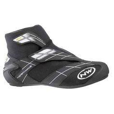 With a pair of the best Winter cycling shoes available! Road Bike Shoes, Road Cycling Shoes, Bike Run, Cycling Outfit, Cycling Gear, Winter Cycling, Road Mountain Bike, Specialized Bikes, Buy Bike
