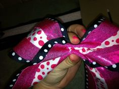 how to make a cheer bow; I've been scouring the Internet for this kind of bow tutorial! So glad to have found this!