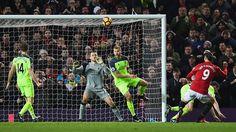 WinNetNews.com - Duel Bigmatch antara Manchester United kontra Liverpool tidak ada pemenangnya, setelah pertandingan ini berakhir dengan skor 1-1. Pertandingan yang dihelat di Old Trafford, Minggu (15/1/2017) malam WIB, MU tampil lebih dominan sedari babak pertama dan tak memberikan kesempatan Liverpool