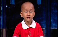 """Bé 7 tuổi có biệt danh """"cậu bé Google"""""""