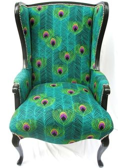 Lovely re-styled chair...gives a whole new meaning to peacocking... Peacock Pattern, Peacock Colors, Peacock Decor, Peacock Chair, Peacock Fabric, Peacock Print, Peacock Feathers, Feather Print, Peacock Room