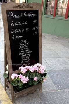 Think I'll assemble a sign like this in front of Fly Me To The Moon Florists - In Paris FleaingFrance Brocante Society #chalkboard. #sign #flowerboxes