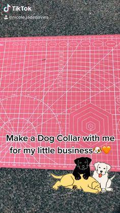 Cool Dog Collars, Diy Dog Collar, Handmade Dog Collars, Dog Bandanas Pattern, Dog Business Ideas, Cortes Poodle, Small Dog Clothes Patterns, Dog Crafts, Dog Clothing