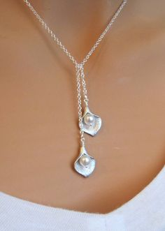 Calla Lily SILVER bridal lariat necklace. Wedding. Bridesmaids Gift.. $23.00, via Etsy.