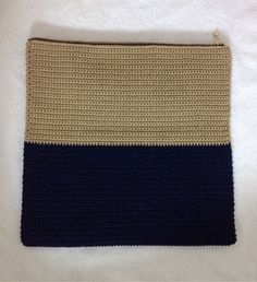 Crochet Ideas - Crochet Ideas At Your Fingertips! Crochet Clutch Bags, Crochet Handbags, Crochet Purses, Crochet Bags, Crochet Needles, Crochet Stitches, Knit Crochet, Crochet Patterns, Diy Purse Making