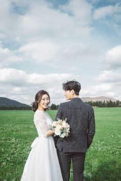 [사운드로잉's 제주도셀프웨딩촬영] Es ist okay, kalt zu sein. Korean Wedding Photography, Wedding Couple Poses Photography, Wedding Couple Photos, Wedding Photography Poses, Wedding Pics, Wedding Couples, Pre Wedding Poses, Pre Wedding Shoot Ideas, Pre Wedding Photoshoot