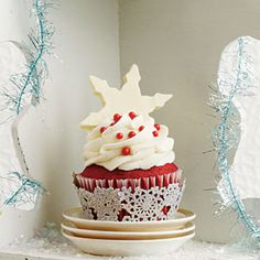 Top your favorite cupcakes with this indulgent White Chocolate-Amaretto Frosting.This recipe goes with Red Velvet Cupcakes, Crimson Tide Cupcakes Christmas Cupcakes, Christmas Sweets, Noel Christmas, Christmas Goodies, Christmas Baking, Cake Pops, Cupcake Recipes, Cupcake Cakes, Cupcake Piping