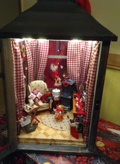 Homebrewing room Vitrine Miniature, M - homebrewing Christmas Projects, Holiday Crafts, Christmas Crafts, Christmas Decorations, Christmas Ornaments, Christmas Lanterns Diy, Christmas Christmas, Xmas, Miniature Rooms