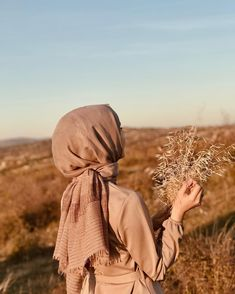 Hijabi Girl, Girl Hijab, Muslim Girls, Muslim Women, Girl Back Photo, Girl Pictures, Girl Photos, Hijab Hipster, Hijab Chic