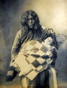 An old photograph of Ahahe and Child - Wichita 1898.