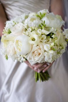 Ivory bridal bouquet.