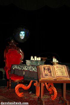 Davelandblog: Freaky Fridays @ The Haunted Mansion: Madame Leota