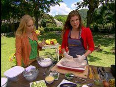 Cristiana Oliveira ensina a preparar peixe banhado no sal grosso http://gshow.globo.com/programas/estrelas/videos/t/programas/v/cristiana-oliveira-ensina-a-preparar-peixe-banhado-no-sal-grosso/2915053/