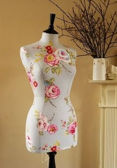 diy dress form in a different language - picture tutorial is self-explanatory Sewing Hacks, Sewing Tutorials, Sewing Patterns, Sewing Tips, Fabric Crafts, Sewing Crafts, Sewing Projects, Techniques Couture, Sewing Techniques