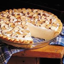 Maple Cream Pie Recipe -This pie is delicious and I serve it often when I have guests over for dinner. New York is one of the nation's top producers of maple syrup. Maple Cream Pie Recipe, Cream Pie Recipes, Köstliche Desserts, Delicious Desserts, Dessert Healthy, Maple Syrup Recipes, Sweet Pie, Pie Dessert, Sweet Tooth