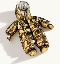 Burberry Gold Metallic Baby Snowsuit - our kids will look hawt in the snow! Cute Kids, Cute Babies, Baby Kids, Baby In Snow, Baby Snowsuit, Baby Bling, Bling Bling, Baby Suit, Golden Child