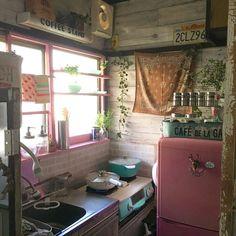 春に向けてキッチンの模様替え② 窓枠と冷蔵庫をリペイント!お金をかけずにイメチェン☆