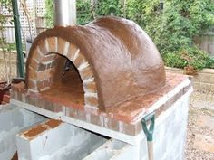 The Greening of Gavin: Clay Oven First Layer - step by step guides Oven Diy, Diy Pizza Oven, Pizza Ovens, Outdoor Oven, Outdoor Cooking, Outdoor Projects, Diy Projects, Barrel Smoker, Wool Insulation