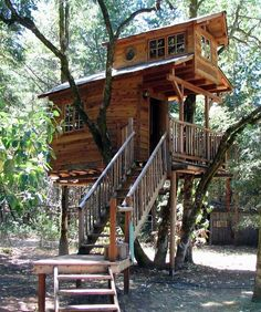 You know, I've been begging my dad to make a treehouse. Here's a perfect example. XD