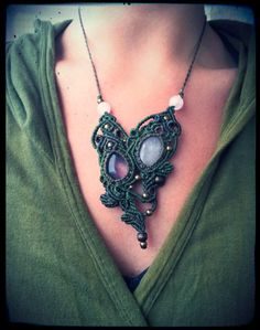 Etsy の Macrame necklace with Quartz Rose and by EarthBoundMacrame