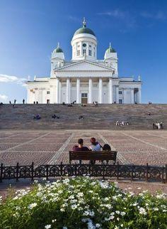 This is the Helsinki Cathedral which is right in the middle of Helsinki, Finland Great Places, Places To See, Beautiful Places, Helsinki Things To Do, Visit Helsinki, Europe, Places To Travel, National Parks, Around The Worlds