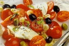Rajčatový salát s mozzarellou a olivami - Recepty.cz - On-line kuchařka Caprese Salad, Fruit Salad, Mozzarella, Treats, Sweet Like Candy, Fruit Salads, Goodies, Sweets, Snacks