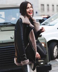 How fluffy does this aviator jacket look from Milan Fashion Week! Looks Street Style, Street Style Trends, Looks Style, Street Styles, Fashion Weeks, Winter Mode, Inspiration Mode, Fashion Inspiration, Vintage Mode