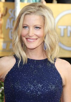 Anna Gunn is an American actress. She was nominated for a 1997 Joseph Jefferson Award for Actress Anna Gunn, Pictures Of Anna, Sexy Women, Walter White, Bikini Pictures, Famous Women, Breaking Bad, Best Actor, Sensual