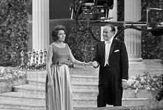 1967 Oscars: Patricia Neal gets a standing ovation--it is her first public appearance after suffering a massive stroke in With Bob Hope. Golden Age Of Hollywood, Hollywood Stars, Classic Hollywood, Old Hollywood, British Actresses, British Actors, Best Actress, Best Actor, Elvis Wedding