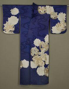 MARLA MALLETT Japanese Kimono 1950s. Rinzu silk, with gold, silver and silk embroidery and gold surihaku.
