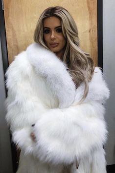 Can be used up to 25 wears with proper care. These lashes are very natural looking, long and thick. White Fur Coat, Fox Fur Coat, Faux Fur Jacket, Fur Coats, Fur Fashion, Womens Fashion, Fluffy Coat, Hair Color For Women, Coats For Women